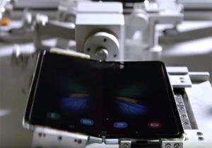 Image 1 : Vidéo : les machines qui ont plié le Galaxy Fold plus de 200 000 fois chez Samsung...