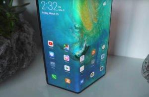 Image 3 : Le smartphone pliable Huawei Mate X souffre aussi d'une marque à l'écran !