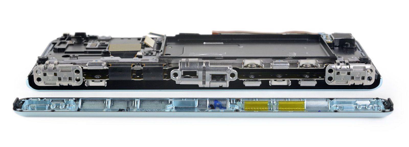 Image 5 : Démontage du smartphone Samsung Galaxy Fold : pas mal de défauts...