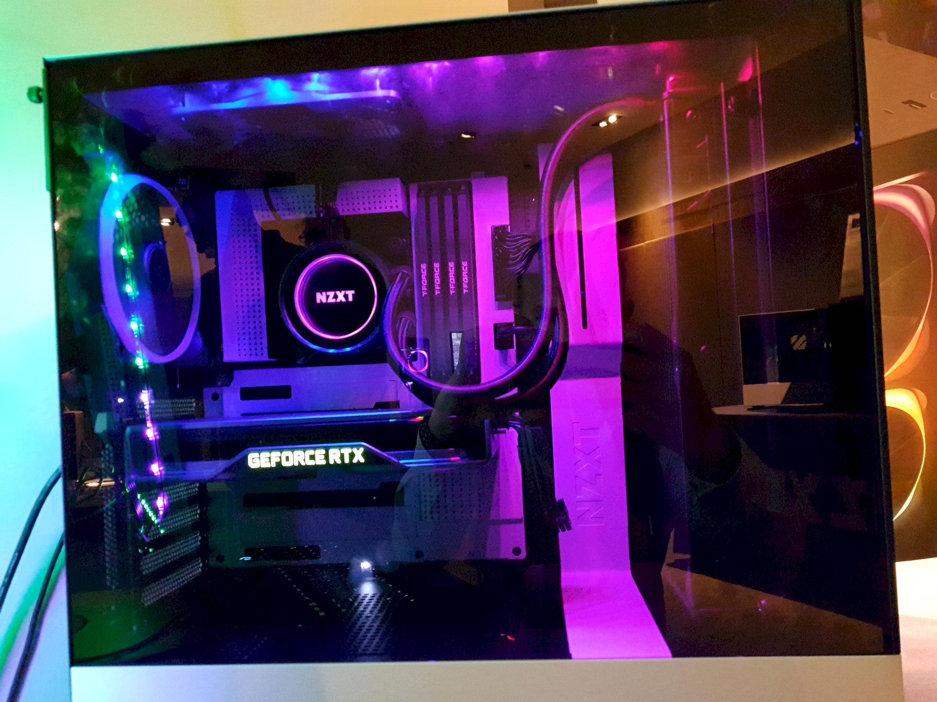 Image 1 : Computex : NZXT lance un très beau boîtier H510 Elite, verre trempé libéré des vis