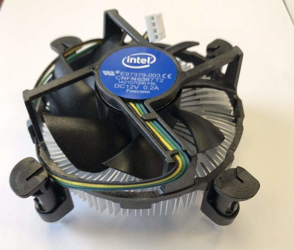 Image 1 : Intel rappelle ses CPU Xeon E-2274G à cause de leur ventirad inefficace