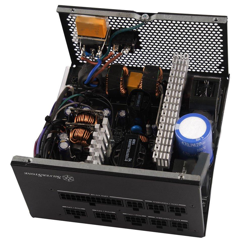 Image 2 : SilverStone ET-700MG, une alimentation modulaire 80Plus Gold