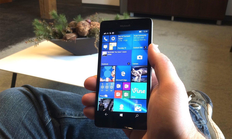 Image 1 : Petit sursis d'un mois pour Windows 10 Mobile qui tirera sa révérence en janvier