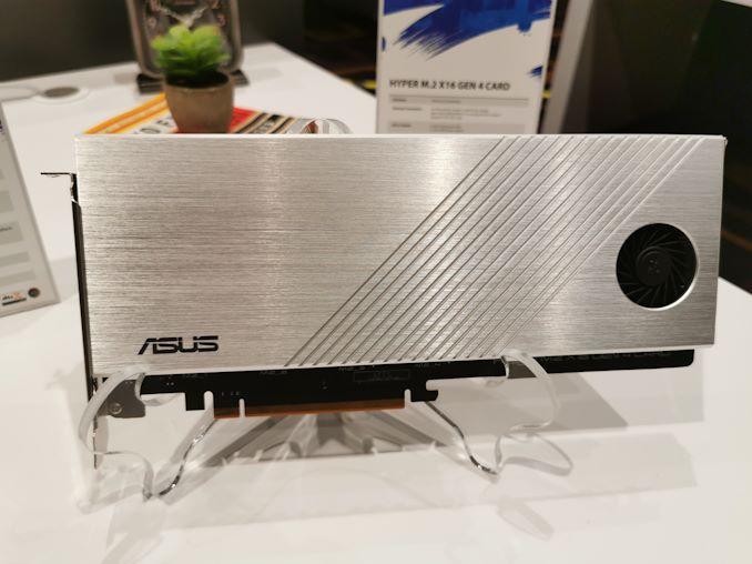 Image 1 : Asus dévoile une carte en PCIe 4.0 x16 pouvant accueillir quatre SSD M.2